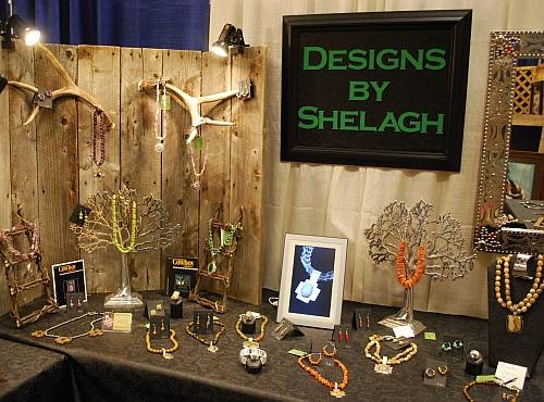 Jewelry Exhibition Booth Design : Setting up for a show
